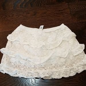 Gap white ruffle skirt, size 3 years.
